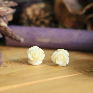 Jewelry - 925Sterling silver flower Pearl White 8mm earrings
